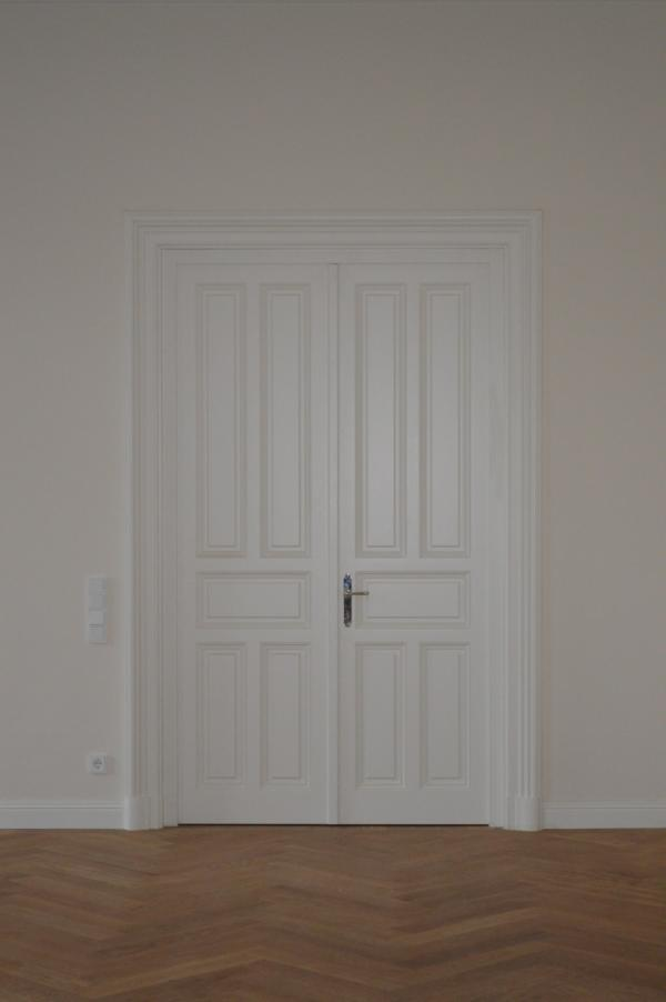 Elisabethstrasse; Zweiflügelige Tür mit Füllungen
