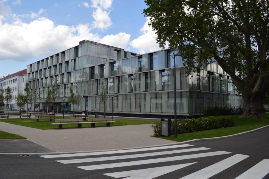 Kaiser-Franz-Josef-Spital; barrierefrei; Spezialtühre