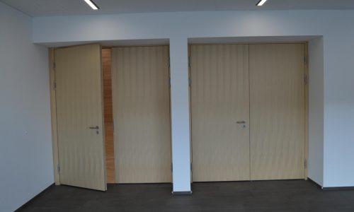 Zweiflügelige Tür mit Absenkdichtung; Schallgedämmt; Brandschützende Tür
